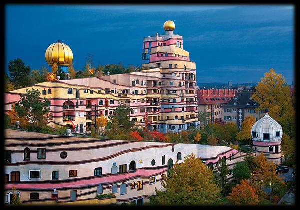 Hundertwasser postkarte die wald spirale von darmstadt kaufen for Hundertwasser architektur